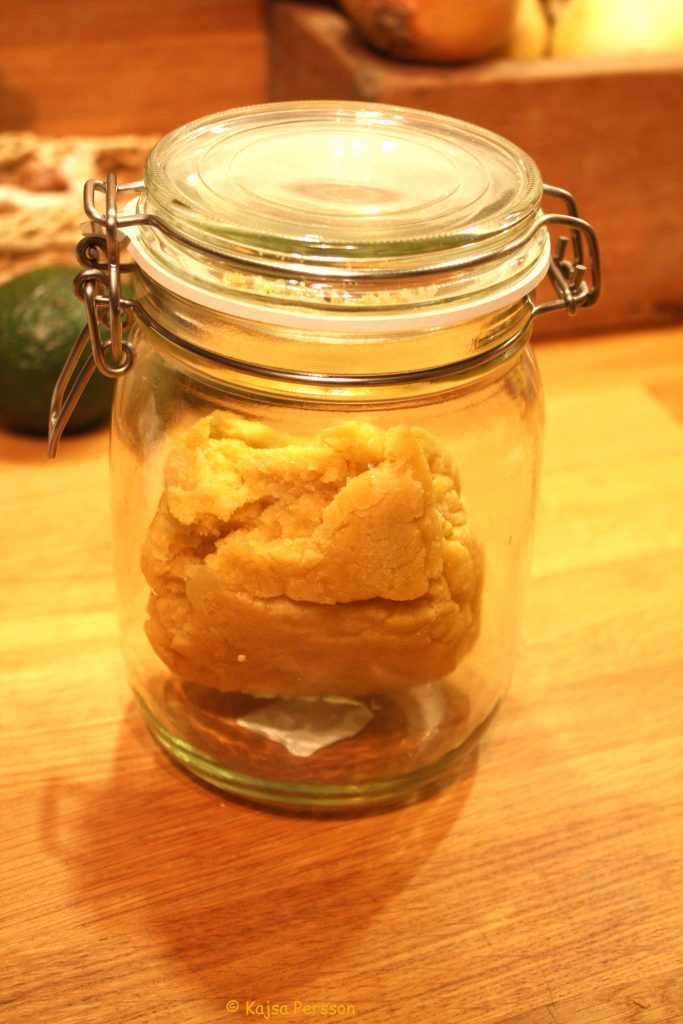 Pastadegen kan man spara i kylen i burk med tätslutande lock