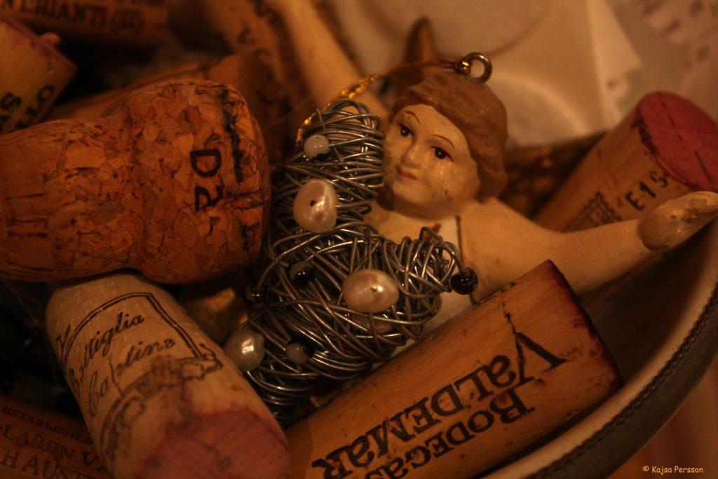 Vinkorkarna får trängas med hjärtan och en ängel