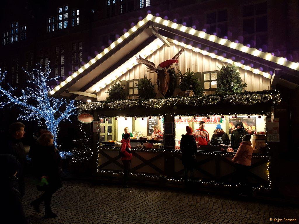 Ett av flera matstånd på julmarkanden i Gdansk