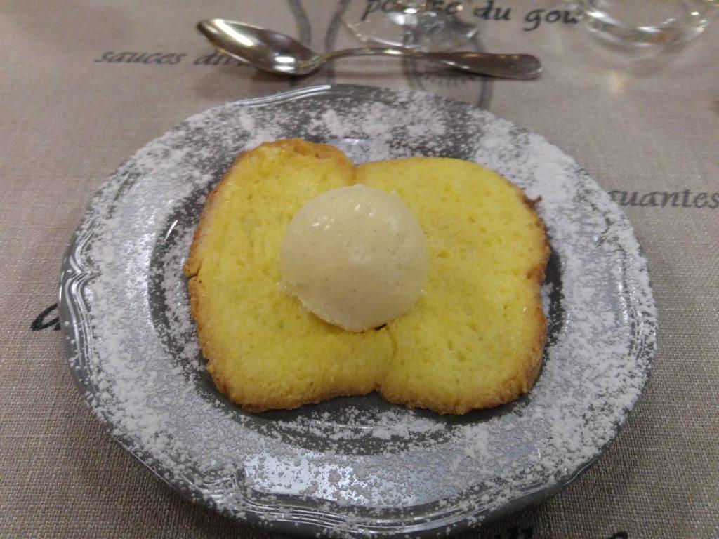 Fattiga riddare fast här på lite franskt vis i form av stekt brioche och en kula glass