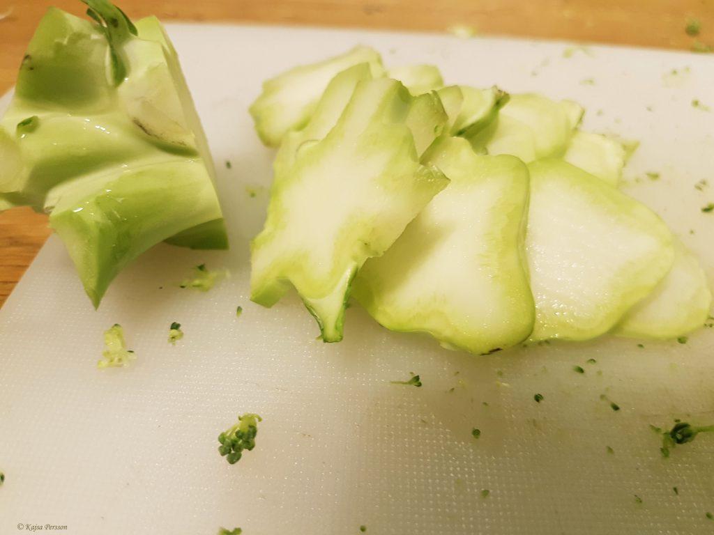 Skivade broccoli stjälkar