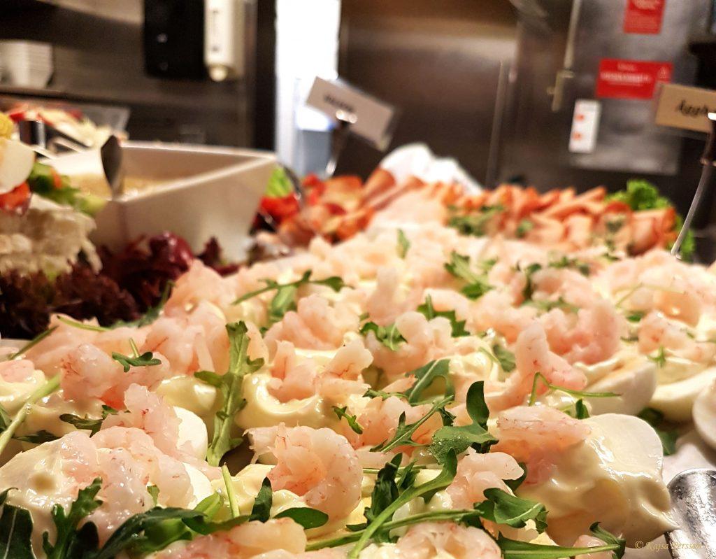 Ägg och räkor på brunchbordet på Gustav Adolf, Malmö