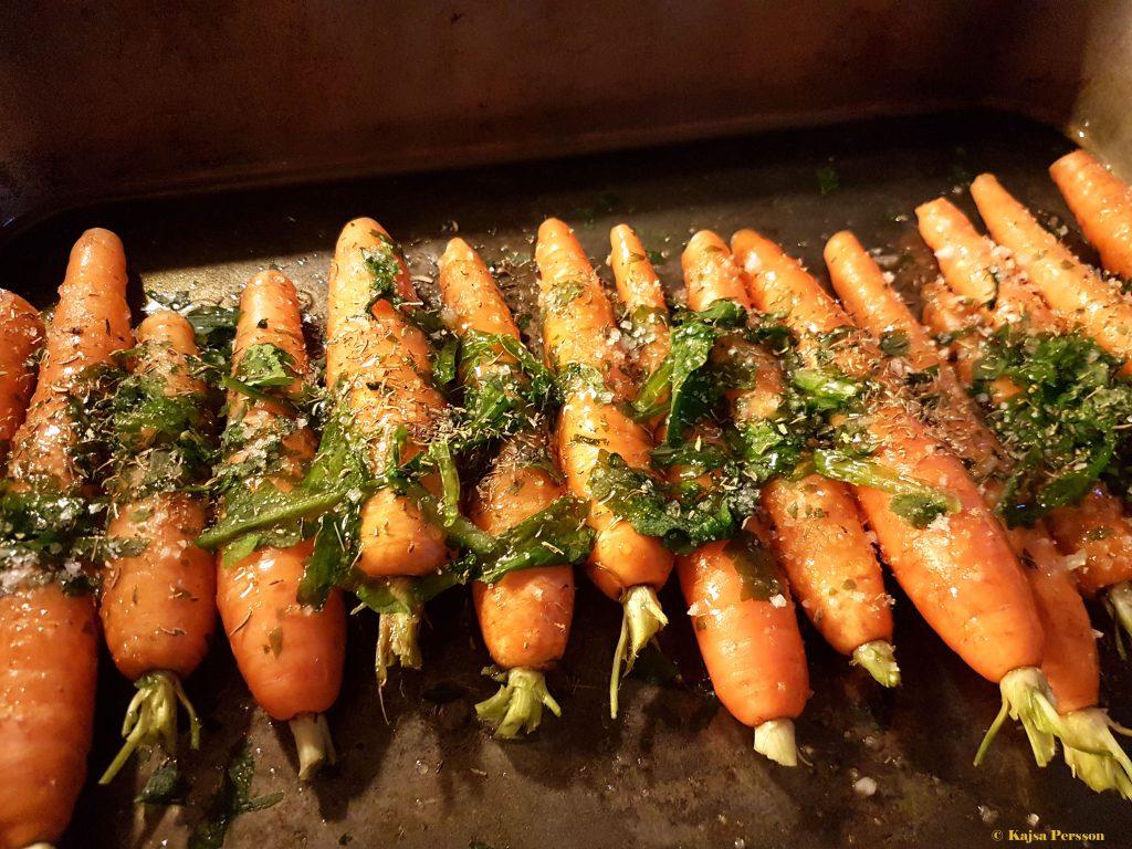 Förrätten Ugnsbakade morötter med ramslök och ramslöksdressing