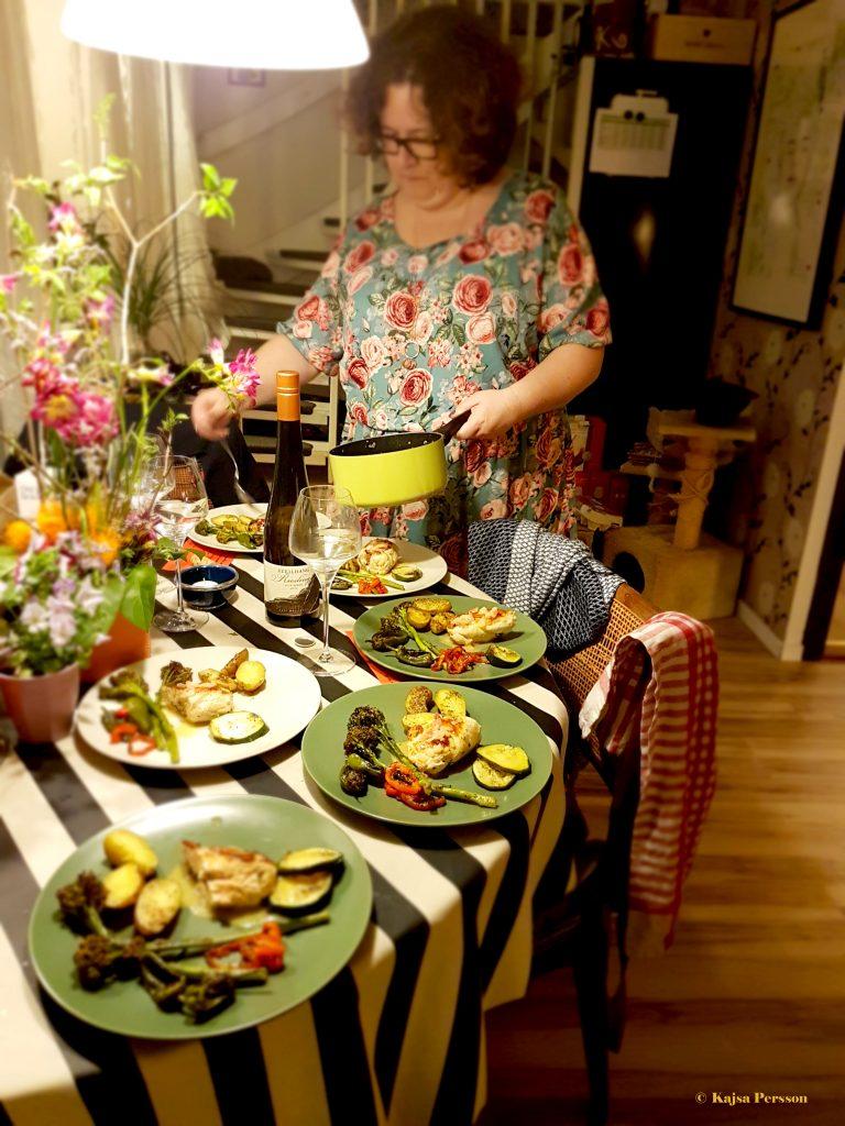 Kyckling Ballotine fylld med Mozzarella, Italienska skinka och basilika med en Burre Blanc smaksatt med basilika och pesto