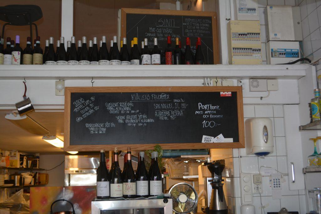 Du kan alltid få svenskt vin hos Victor och dessutom vet jag att han gör världens godaste gin & tonic så jag tror att hans port & tonic är minst lika god!