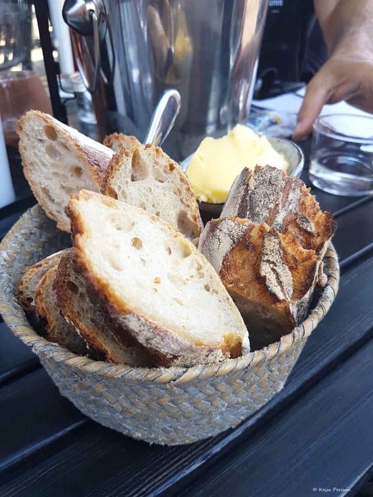 Bröd och smör som tillbehör