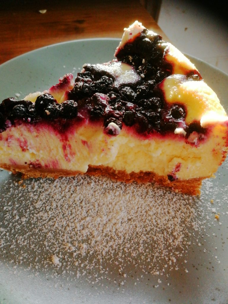 New York Cheesecake med blåbär och vit choklad