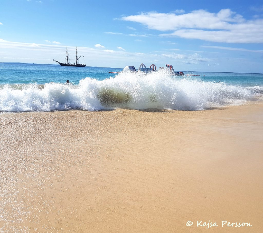 Perfekta vågor för kitesurfing och bad i Kap Verde