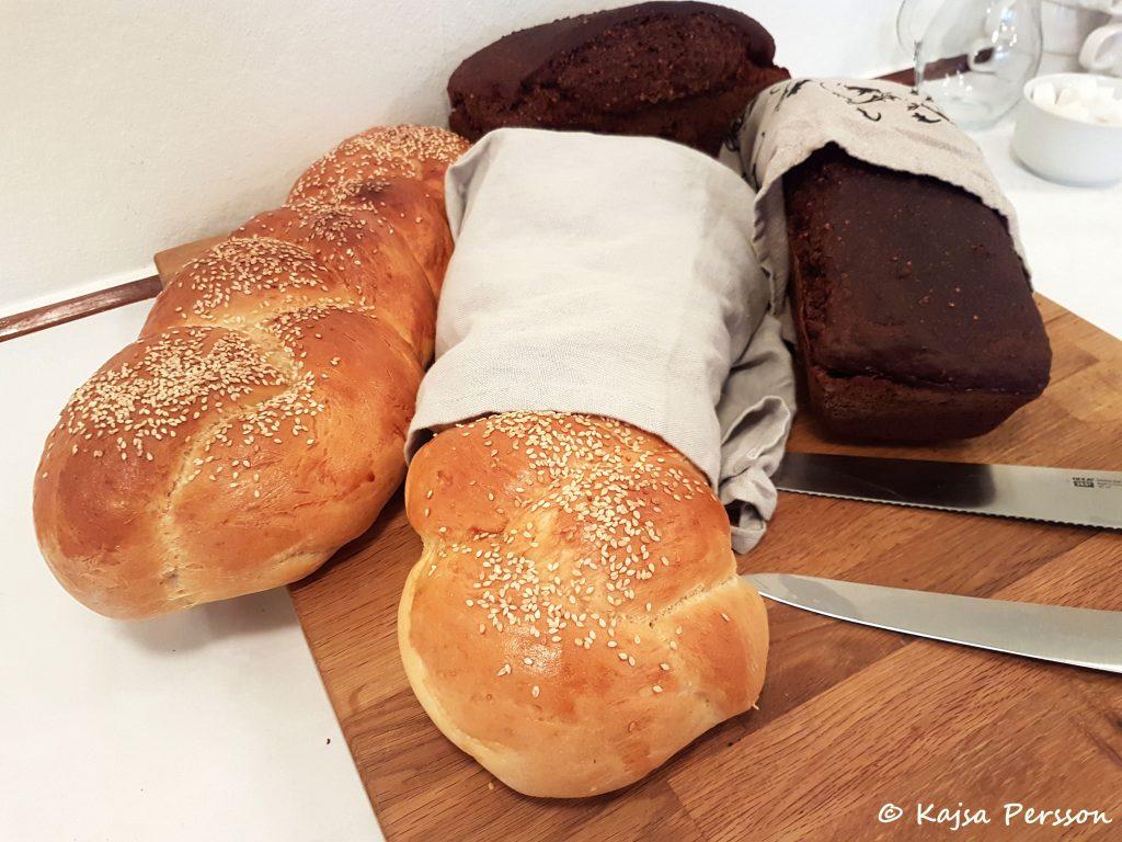Två ljuvlig bröd till brunchbordet