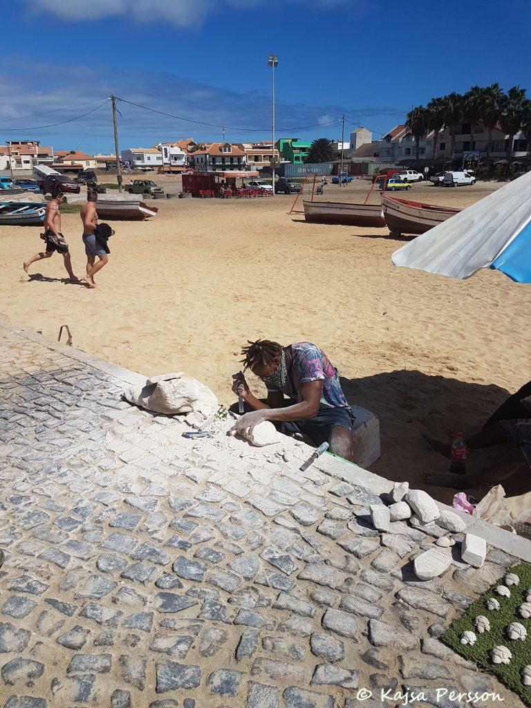 Souvenirer som görs på plats i Kap Verde